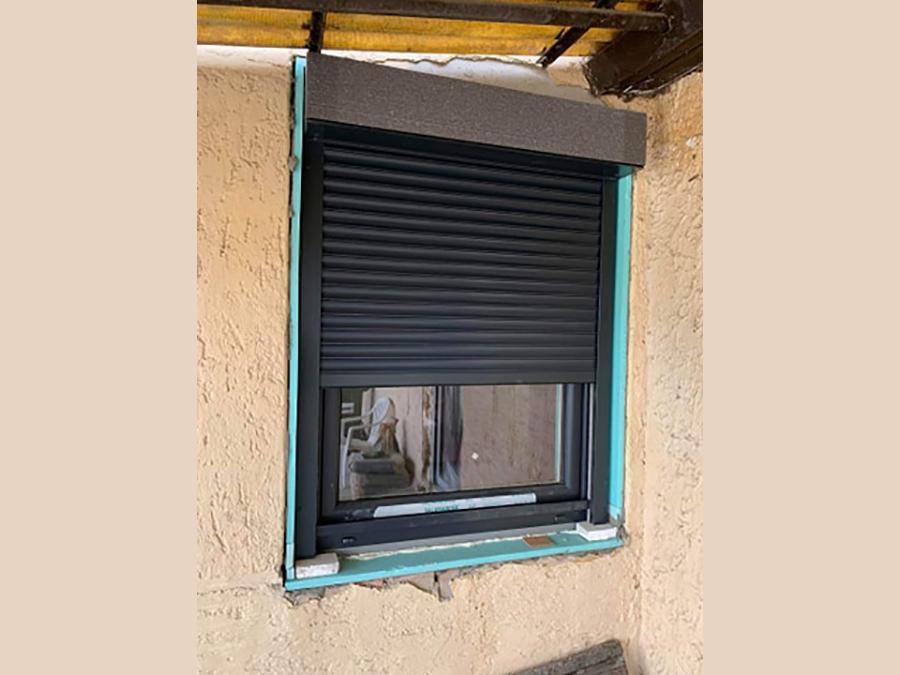 ablak beépítés redőnnyel